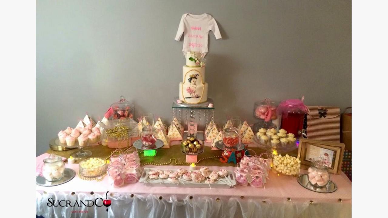 Gâteaux sweet table baby shower pour la petite princesse Sana paris rose  jaune or vanille nutella